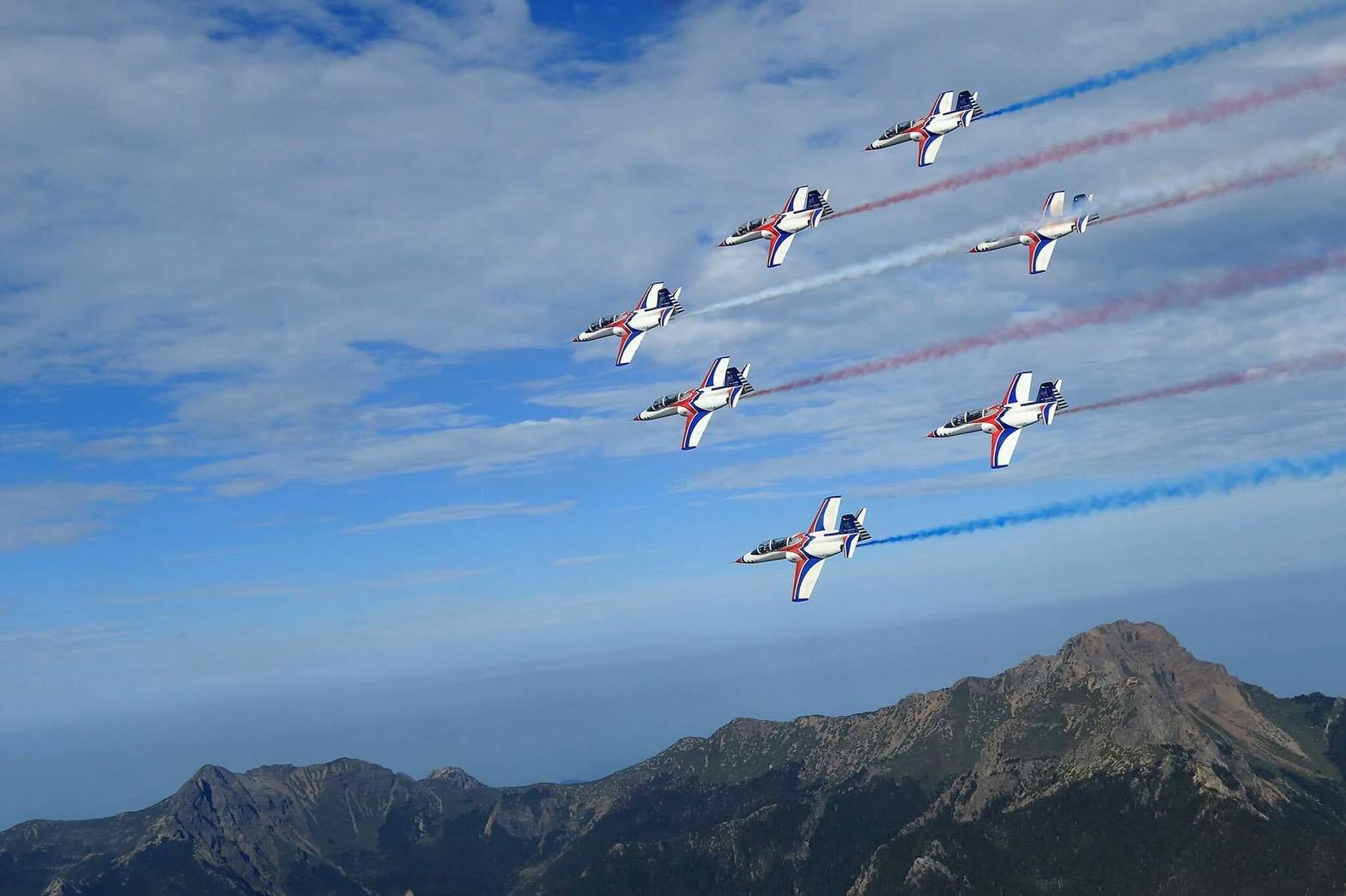 享譽國際的空軍雷虎小組為了今年空軍各場次的營區開放活動,正緊鑼密鼓執行各項戰技訓練